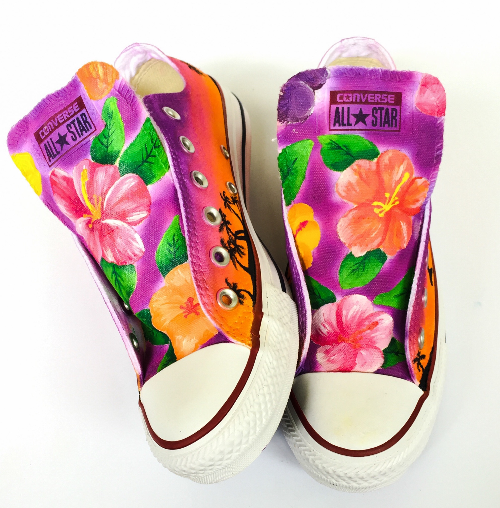 f37b14319558 Hawaiian Themed Converse